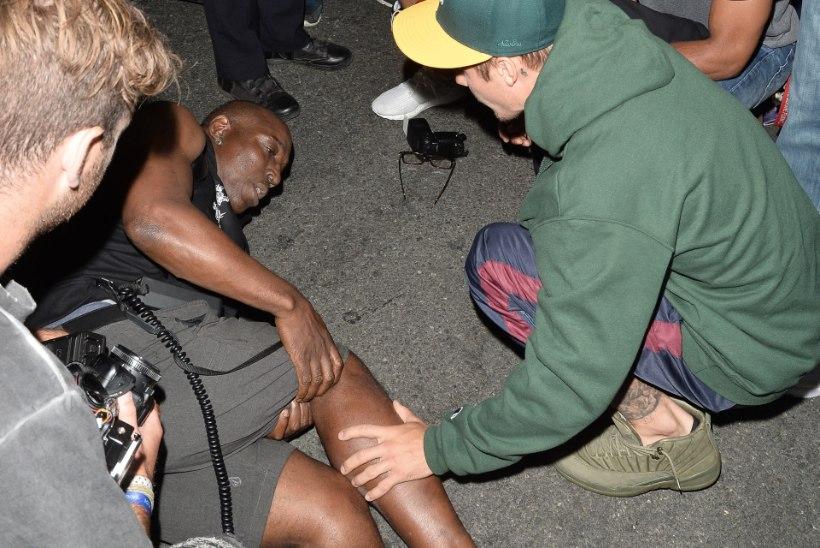 FOTOD | Justin Bieber sõitis kirikust tulles paparatsole otsa