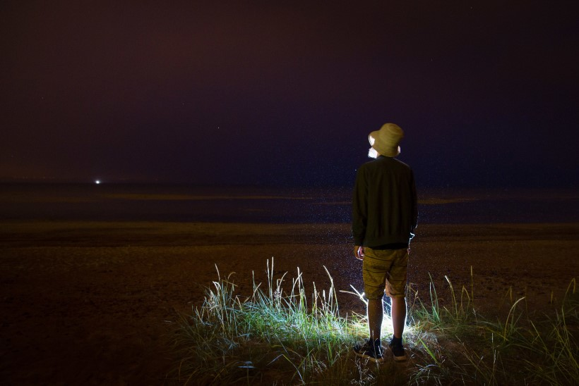 VIDEO | Ufod Häädemeestel – müstiline ülihele valguskeha sõudis üle öötaeva!