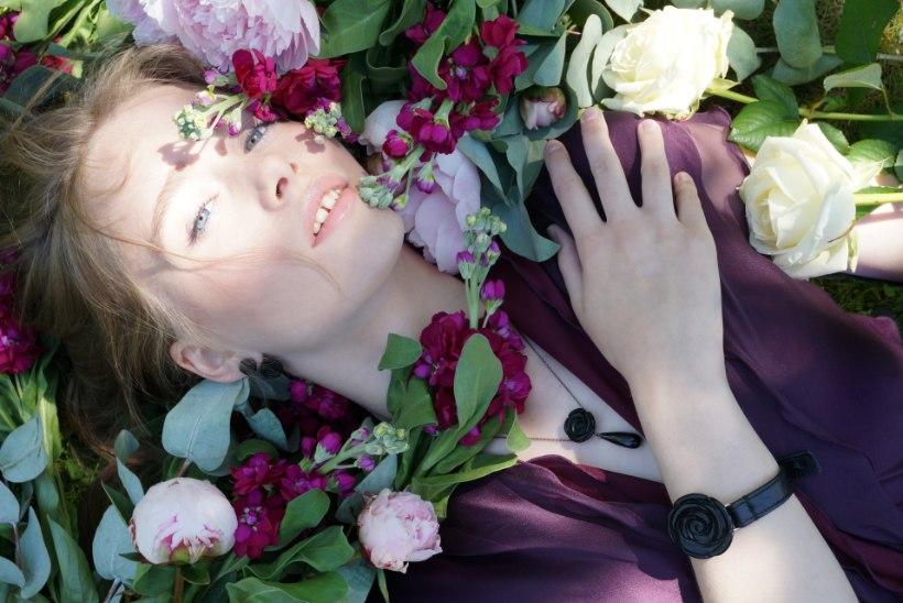 FOTOD | Riina Põldroos tuli välja uue suvise ehtekollektsiooniga