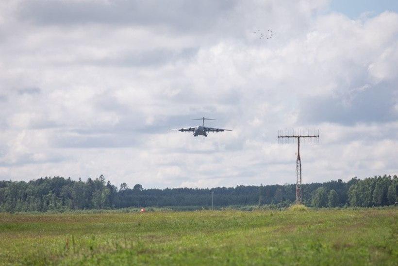 GALERII JA VIDEO | Ungari jalaväeüksus maandus Ülenurme lennuväljale