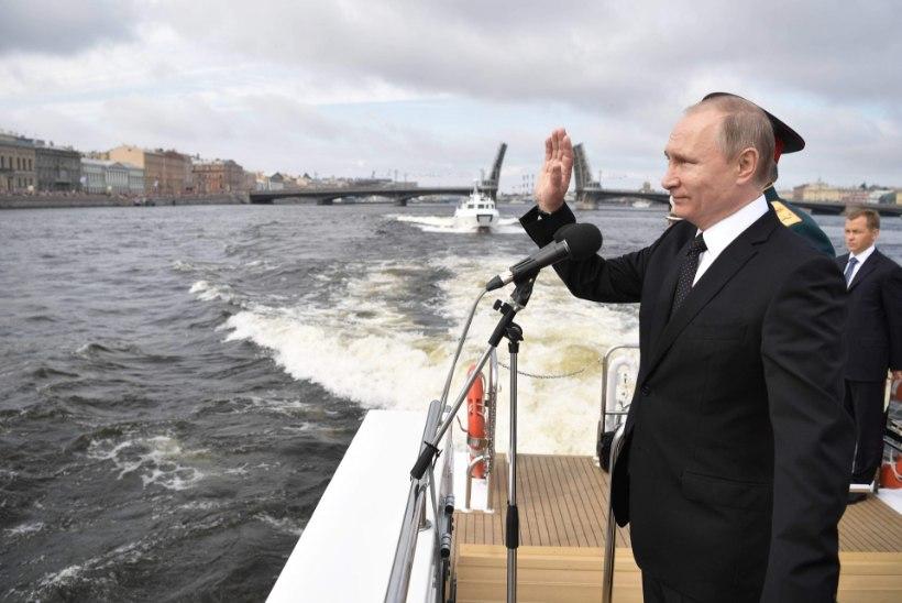 Hiiglaslikust mereväeparaadist sai Putini presidendikampaania avalöök?