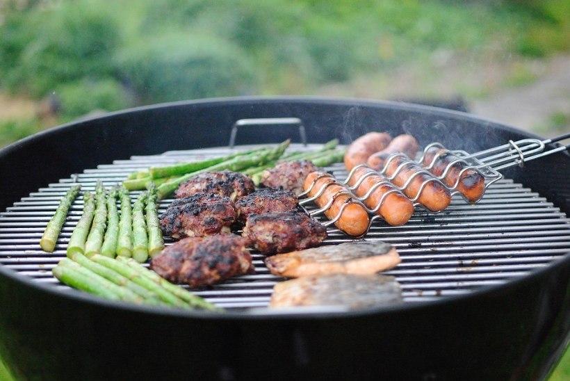 2 kodust lihtsat viisi, kuidas puhastada grilli