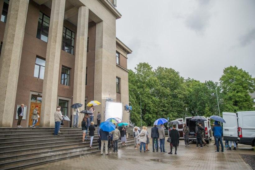 Keskerakonna valimisreklaam võeti purki vihma ja äikese kiuste