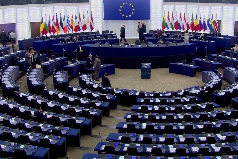 Jean-Claude Juncker pidi täna astuma pea inimtühja parlamendisaali