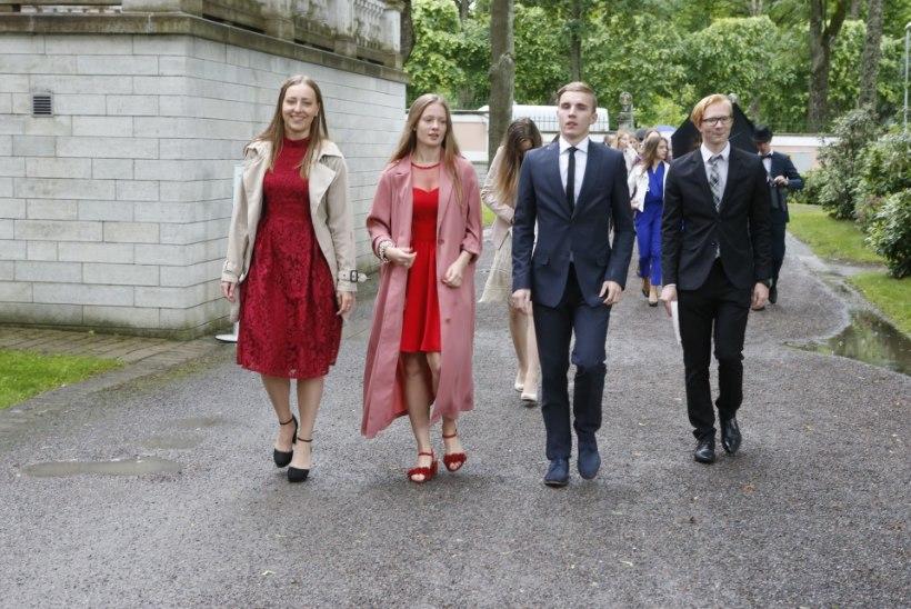 GALERII | Täna kogunesid kõige tublimad koolilõpetajad presidendi vastuvõtule