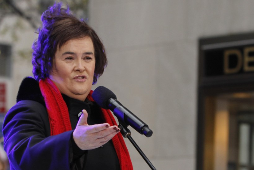 Talendisaate võitjat Susan Boyle'i loobitakse kodulinnas kividega