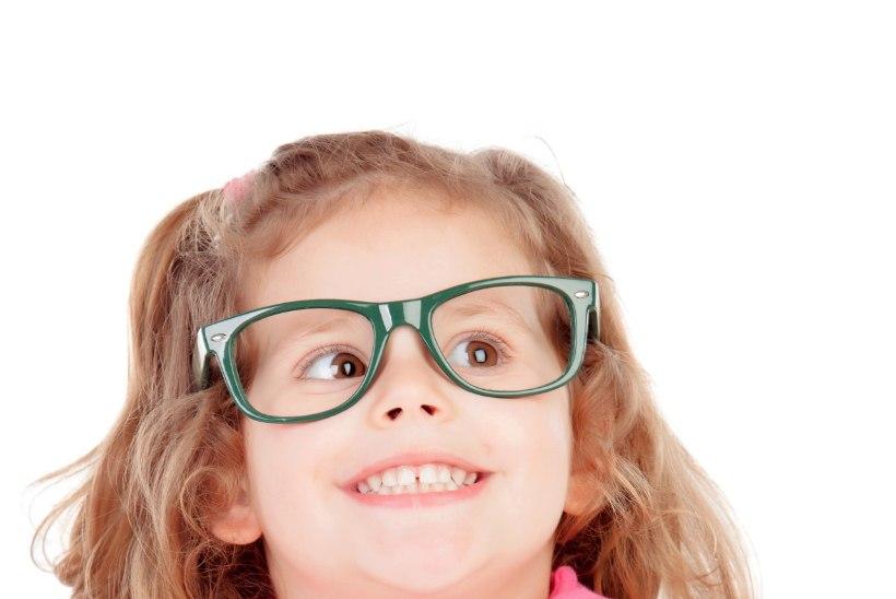 Kaheksa märki, et lapsel on tekkinud nägemisprobleemid