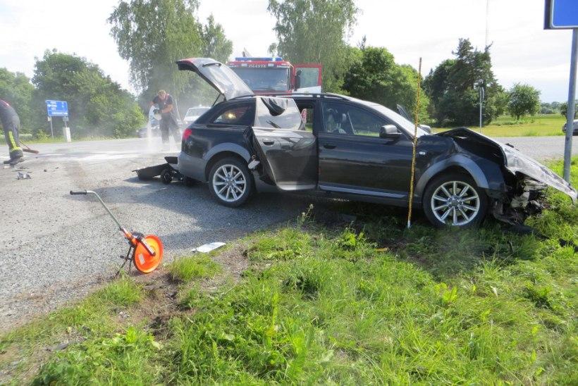 Saaremaal hukkussõiduautodekokkupõrkes 50aastane naine