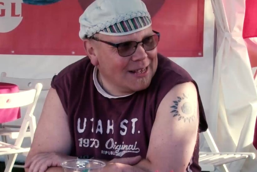 VIDEO | Õlale Õllesummeri logo tätoveerinud mees pääseb iga aasta tasuta peole