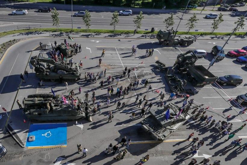 GALERII | Briti liitlased tõid Transformerite filmi tankid Tallinnasse