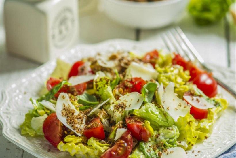 Caesari salat röstitud nisuklii ja pähklipuruga