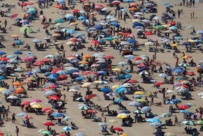 VIDEO | Illegaale täis paat randus otse Hispaania kuurordis