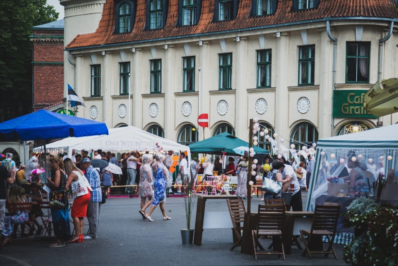 GALERII | ÄIKE, KOHVIKUD JA DISAIN: Pärnu pidas linnatänavatel pidu