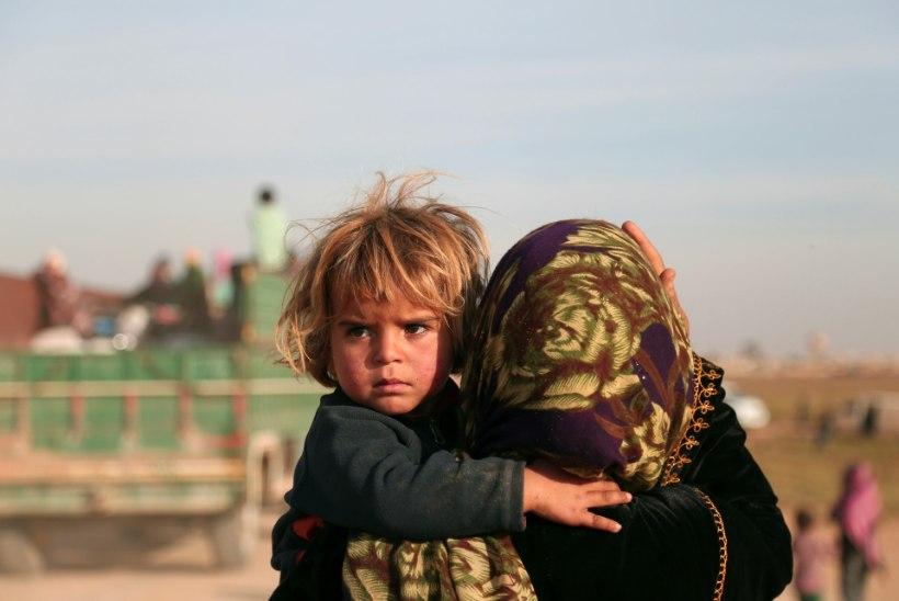 """""""Vihkan ISISt!"""" Tütre sõnumid emale sõjast räsitud Raqqa linnast"""