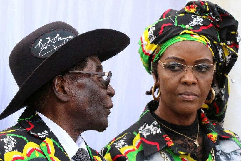 Zimbabwe esimene leedi peksis hotellis modelli pikendusjuhtmega