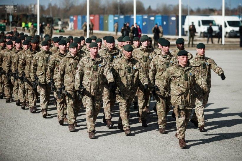 SÕDURPOISTE VORSTIPIDU: briti sõdurid võtsid osa Tapa grillivõistlusest