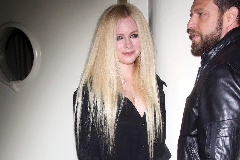 Borrelioosiga maadelnud Avril Lavigne näitas üle pika aja avalikkuse ees nägu