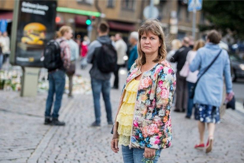 ÕHTULEHT TURUS | Eestlanna nägi pealt Turu pussitamisele järgnenud minuteid: ta jooksis meie silme all verest tühjaks