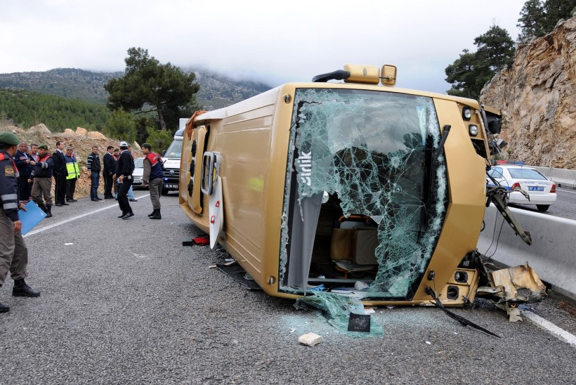 FOTO | Antalya rannakuurordist turiste ekskursioonile viinud buss läks ümber