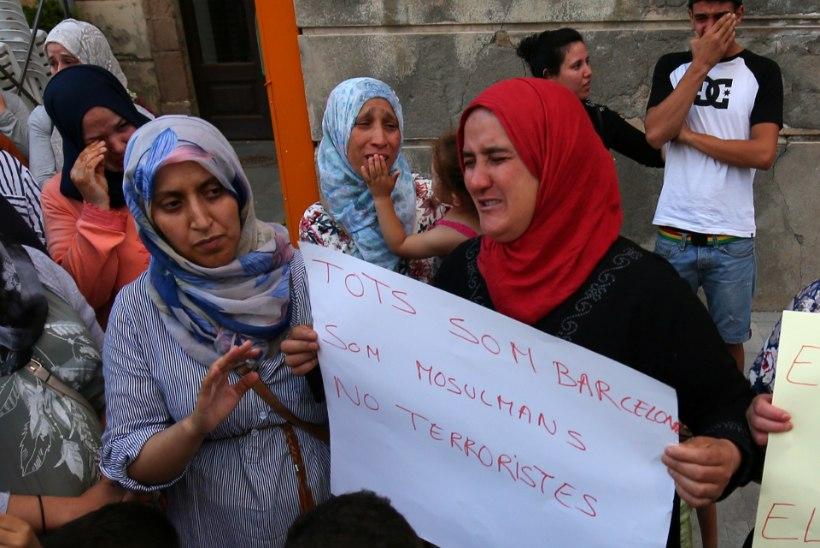 Sajad moslemid kogunesid Barcelonas terrorismivastasele meeleavaldusele