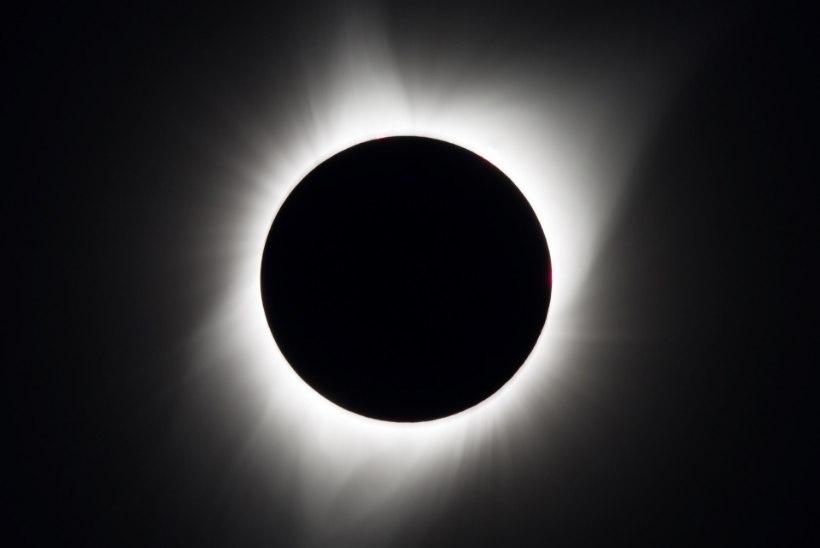 KAUNIS FOTOPOMM: rahvusvaheline kosmosejaam jäi päikesevarjutuse pildile