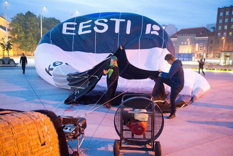 ÕHTULEHE VIDEO JA GALERII   Vabaduse väljakul tõusis lendu EV 100 kuumaõhupall