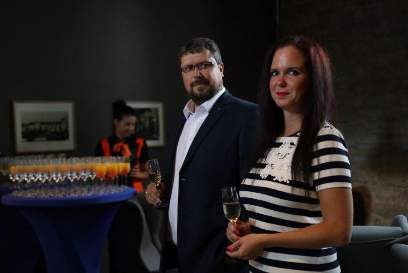 FOTOD: Bowlingu maailmameister kutsus Eesti pallurid joonele, et avada uuenenud Kuulsaal