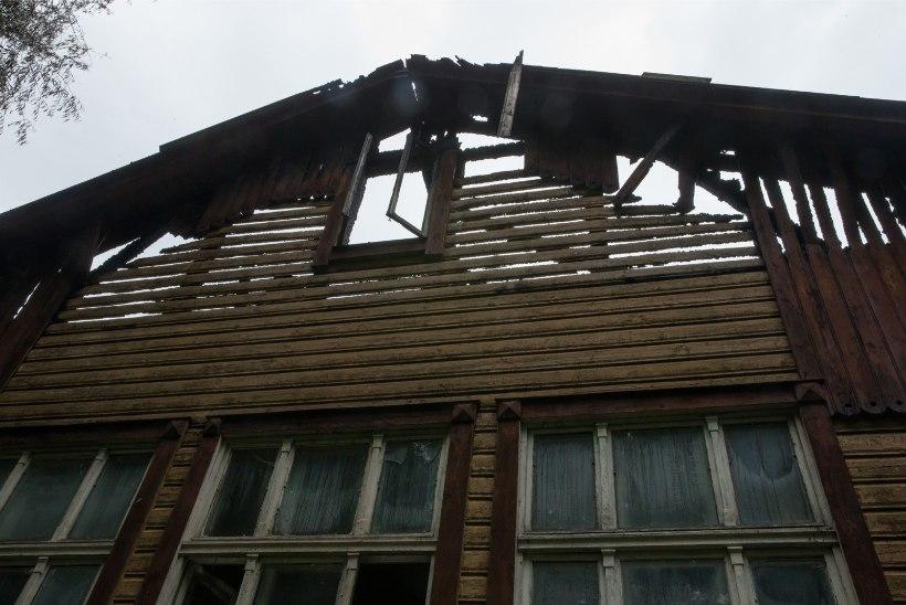 GALERII | Tulemöll Karlovas: öösel põles endine Tartu nakkushaigla