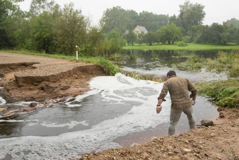 Põlvamaal viis tulvavesi minema kümme meetrit maanteed