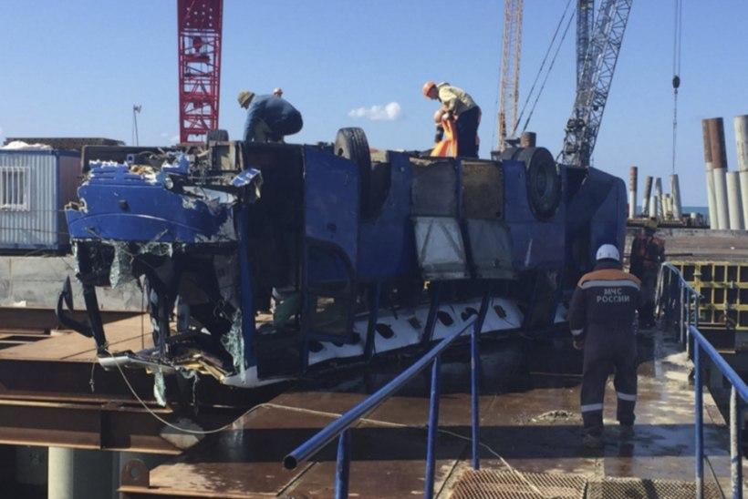 Lõuna-Venemaal kukkus ehitustöölisi Krimmi vedanud buss merre