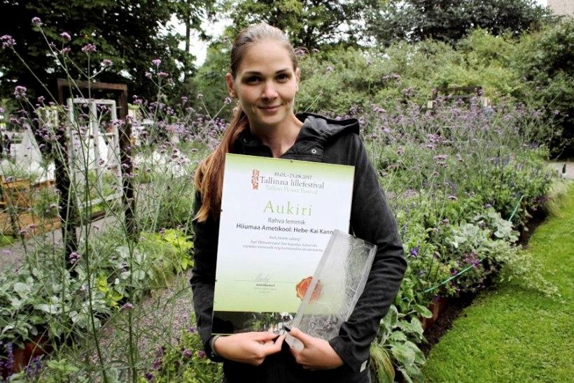 PILDID | Tallinna rahvusvahelisele lillefestivalile pani piduliku punkti alati särav lauljatar Lenna