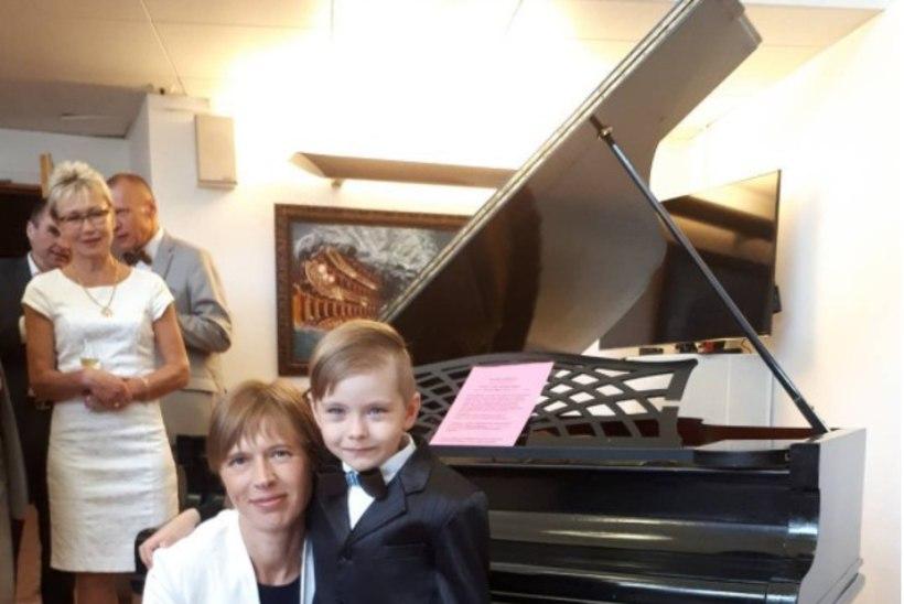 ARMAS FOTO | Väike hiiglane Oliver kohtus taaskord president Kaljulaidiga