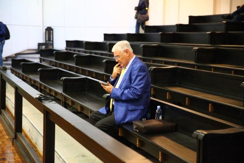 FOTOD   Savisaare kohtuprotsess: Alexander Kofkin tasus hotellitoa eest, kus Savisaar kohtus salapärase Nataljaga