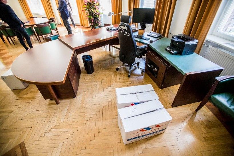 GALERII | Ministeeriumi kolimistalgute käigus ilmus kabinettidest välja palju huvitavat kraami