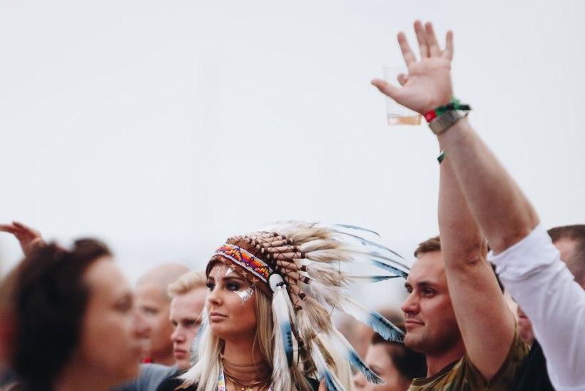 ÕHTULEHE GALERII | Weekend on nagu Eurovision - rahvas hullab kirevates kostüümides ja lehvitab lippe