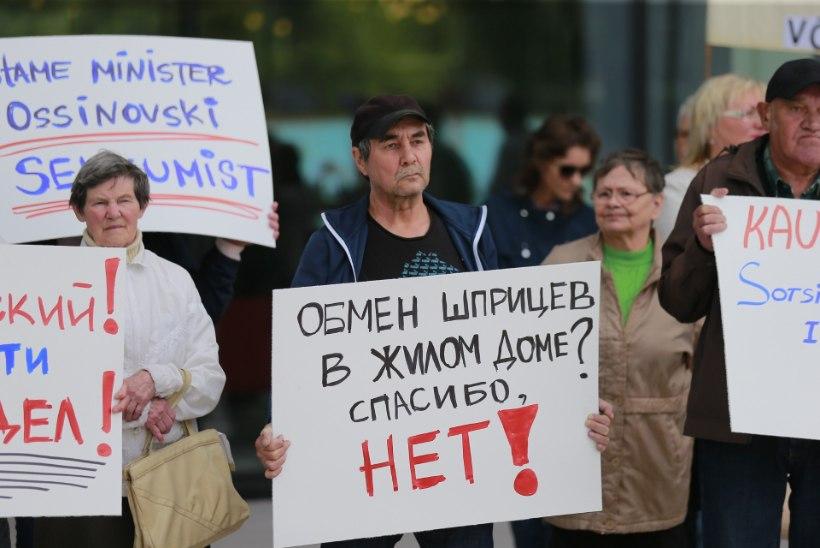 FOTOD | Süstlavahetuspunkti vastased pidasid superministeeriumi ees meeleavaldust