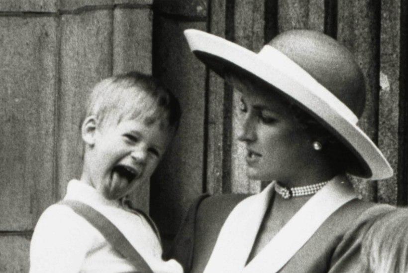 20 AASTAT DIANA SURMAST: printsess naeratas vaid mõni tund enne surmasõitu õnnelikult liftikaamerasse