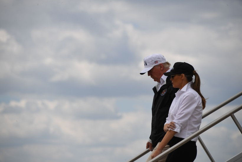 FOTOD | Donald ja Melania Trump külastasid Harvey poolt laastatud Texast