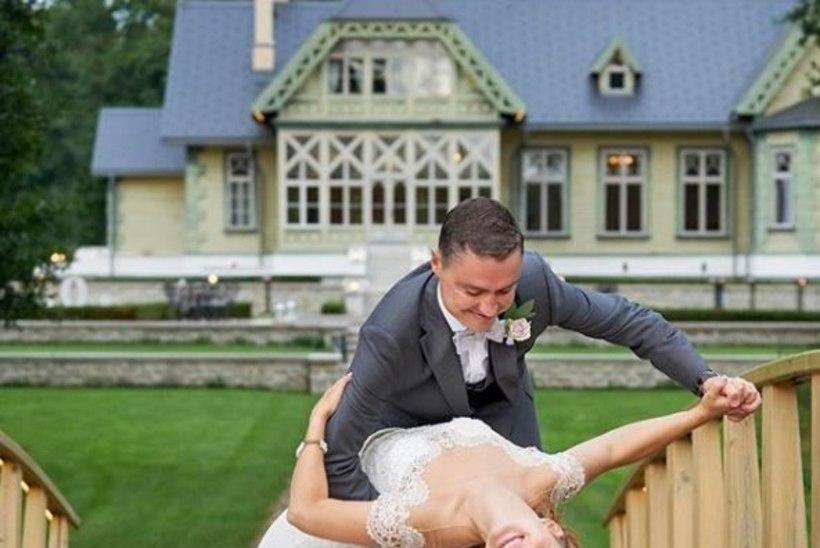 TANTSIDES LÄBI ELU: Luisa Rõivas jagas sotsiaalmeedias kaunist pulmafotot