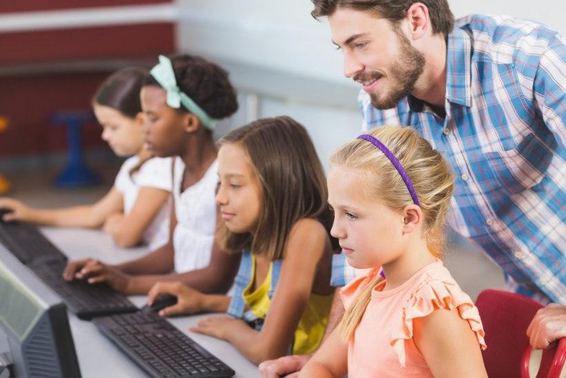 EESTI KOOL LIGI 100 AASTAT TAGASI: rohkem nooremaid (mees)õpetajaid