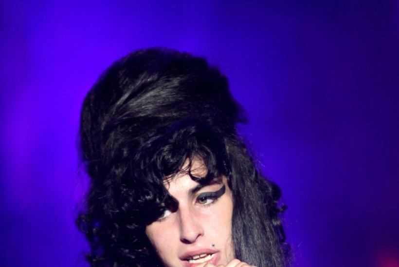 Beyoncé mees kutsus uimastite küüsis Winehouse'i oma koju elama