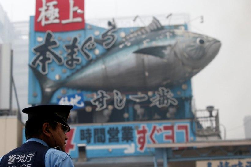 FOTOD | Tokyos põles maailmakuulus Tsukiji kalaturg