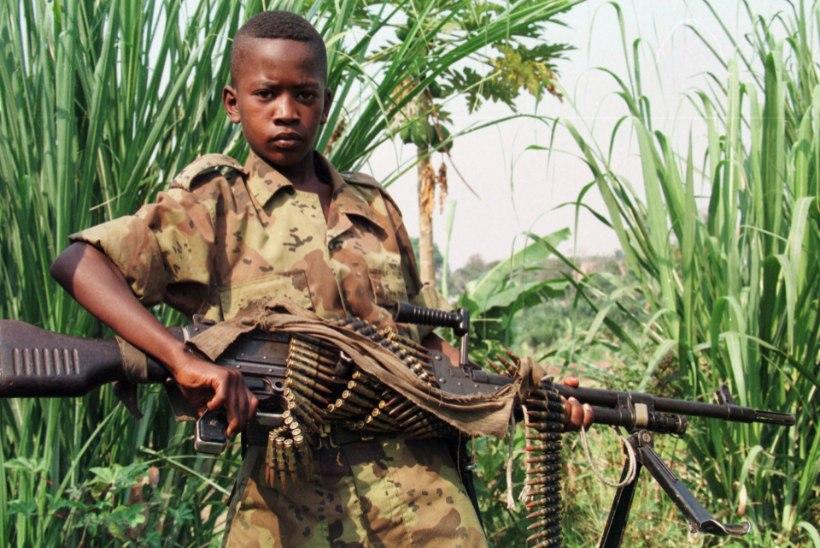 USKUMATU: Kongos joovad lapssõdurid tapetud ohvrite verd