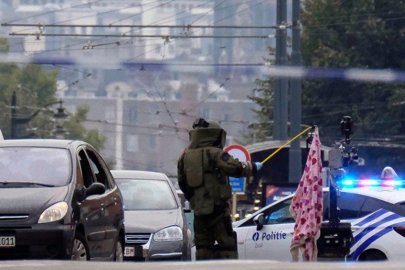 FOTOD JA VIDEO   Brüsselis tulistas politsei autot. Juht teatas, et autos on lõhkeaineid