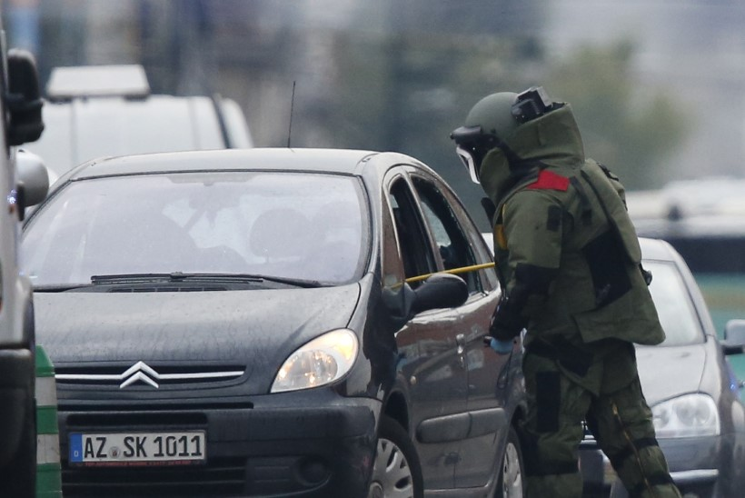 FOTOD JA VIDEO | Brüsselis tulistas politsei autot. Juht teatas, et autos on lõhkeaineid