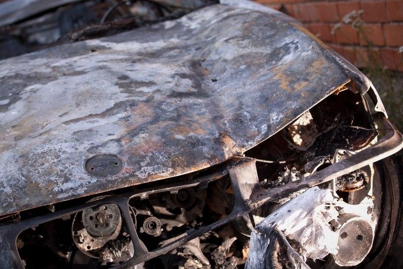 MIS TOIMUB? Narvas ja Tallinnas põlevad taas autod