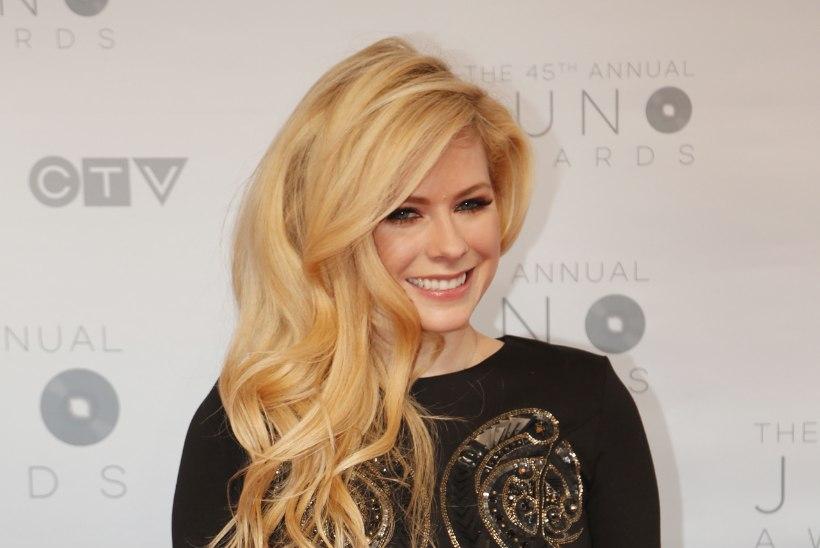 Avril Lavigne rõõmustab fänne uue albumiga