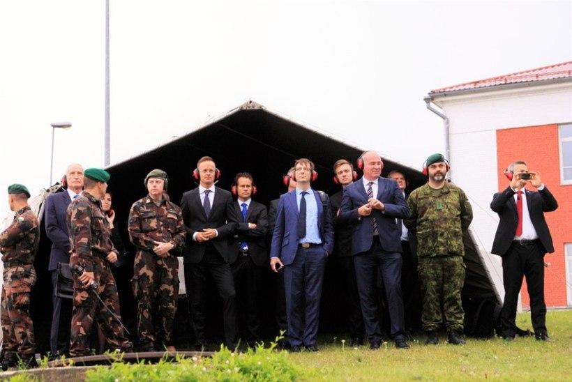 FOTOD | Ungari välisminister väisas Võrus madjari honveede