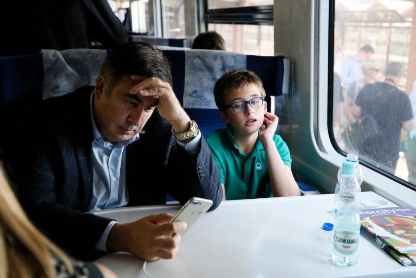 FOTOD | Mihheil Saakašvili naases sadade toetajate abiga Ukrainasse