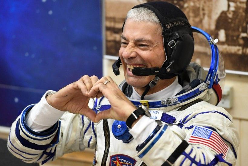 FOTOD   Rahvusvahelisse kosmosejaama jõudsid kaks astronauti ning üks kosmonaut